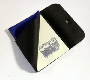 caderno-azul-entre-aberto