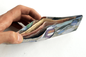 carteira de papel recheada